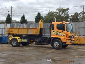 skip bin hire truck - Ultra Bin Hire & Demolition - Servicing Essendon